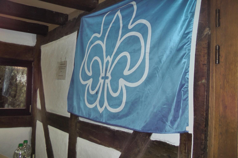 Auftakt 8.1.2017 in Pfarrscheune zu Nauheim VCP Fahne des Stammes Hermann von Salza