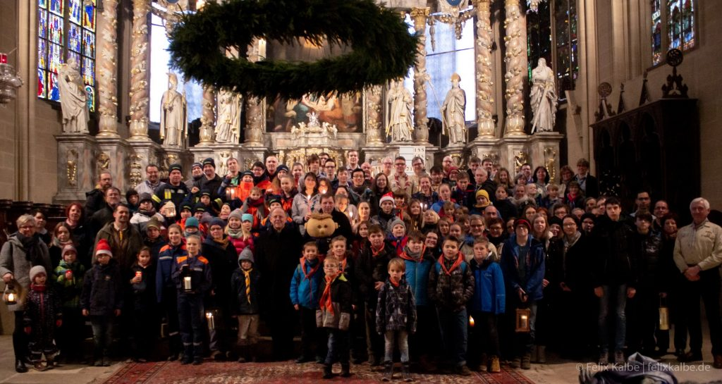 Empfang des Friedenslichtes aus Bethlehem im Erfurter Dom (Foto: Felix Kalbe)